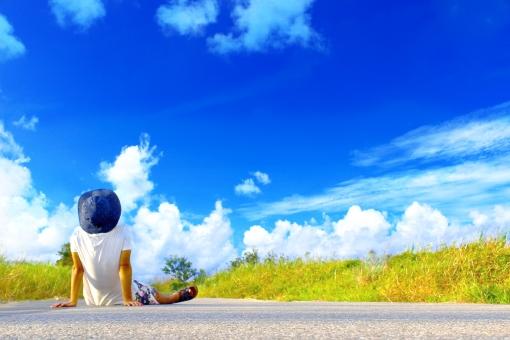 青い空と少年