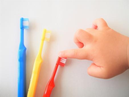 子供と歯ブラシ