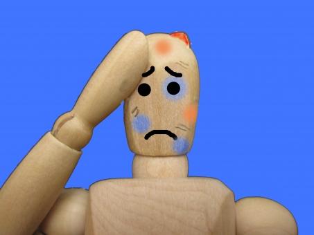 傷だらけの人形